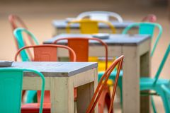Terrasse colorée de restaurant images stock