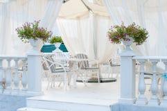 Terrasse de café d'été Photo stock