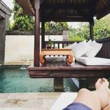 Terrasse de luxe de piscine Photographie stock