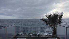 Terrasse de mer de mauvais temps banque de vidéos