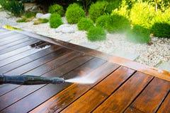 Terrasse de nettoyage avec un joint de puissance photo stock