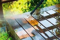 Terrasse de nettoyage avec un joint de puissance Photographie stock