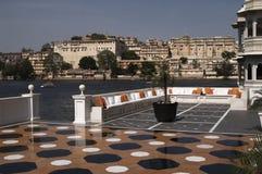 Terrasse de palais de lac images stock