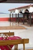 Terrasse de restaurant par la mer Photo stock