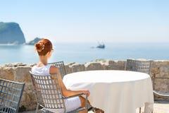 Terrasse de vue de mer de l'hôtel de luxe Images stock