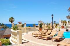 Terrasse de vue de mer du restaurant d'hôtel de luxe Image libre de droits
