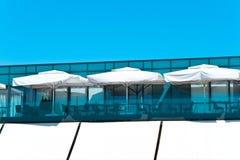 Terrasse einer Gaststätte Stockfoto