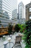 Terrasse et gratte-ciel Images stock