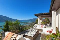 Terrasse gentille d'une villa Images libres de droits