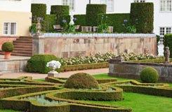 Terrasse im foraml Garten Stockfotos
