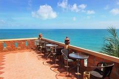 Terrasse mit schöner Seeansicht Stockbild