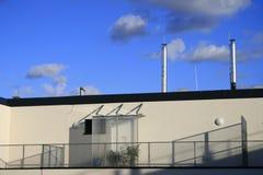 Terrasse moderne de dessus de toit d'appartement Images stock