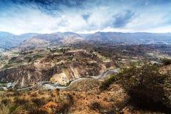 Terrasse, montagne et rivière Photos libres de droits