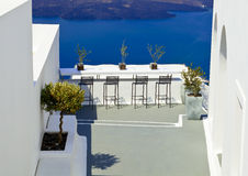 Terrasse in Santorini Stockfotos