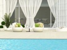 Terrasse und weiße Möbel Stockfotografie