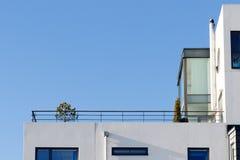 Terrasse von modernen Wohnungen in Schweden Stockbild