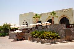 Terrassen av restaurangen på det lyxiga hotellet Arkivfoton