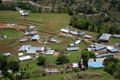 Terrassen und Dorf im Berg lizenzfreie stockfotos