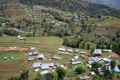 Terrassen und Dorf im Berg stockfoto
