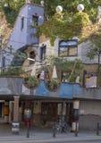Terrassencafe Im Hundertwasserhaus, Wien, Österreich lizenzfreies stockbild
