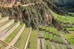 Terrasser av Pumatallis på Inca Fortress i Ollantaytambo, Pe royaltyfria foton
