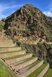 Terrasser av Pumatallis på Inca Fortress i Ollantaytambo, Pe arkivfoton
