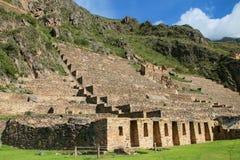 Terrasser av Pumatallis på Inca Fortress i Ollantaytambo, Peru royaltyfri fotografi