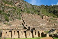 Terrasser av Pumatallis på Inca Fortress i Ollantaytambo, Peru arkivbilder