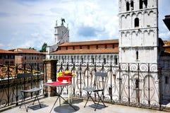Terrassera förbise domkyrkan av Lucca, Tuscany, Italien royaltyfri bild