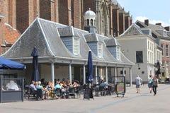 Terrassera i den medeltida atmosfären, Amersfoort, Holland royaltyfri foto