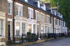 Terrasserade hus i bostads- gata i Cambridge, England Fotografering för Bildbyråer