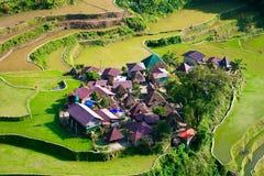 Terrasses de riz aux Philippines Le village est dans un AMO de vallée Image libre de droits
