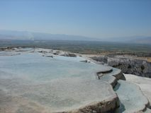 Terrasses de travertin de Pamukkale en juillet Photo stock
