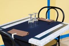 Terrassetabelle an einer Gaststätte Lizenzfreie Stockfotografie