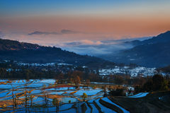 Terrasvormige gebieden in yunnan landschap Stock Foto's