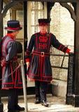 Terrateniente de los guardias en la torre de Londres Imagen de archivo libre de regalías
