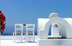 Terraza acogedora de Santorini Imagen de archivo libre de regalías
