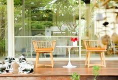 Terraza adornada con la silla Fotos de archivo