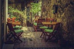 Terraza al aire libre hogareña del café Foto de archivo libre de regalías