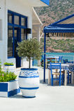 Terraza de Creta por el mar Grecia Fotografía de archivo