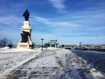 Terraza de Dufferin, monumento de Champlain, funicular en la ciudad de Quebec en invierno foto de archivo