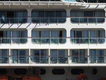 Terraza de las cabinas de un crucero de lujo imagenes de archivo