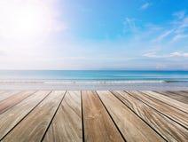 Terraza de madera en la playa Imagen de archivo libre de regalías