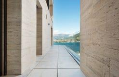 Terraza de un edificio moderno Imagenes de archivo