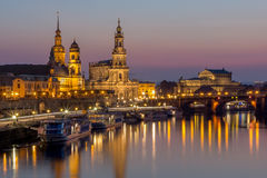 Terraza del paisaje urbano-Bruehl de la noche de Dresden, iglesia de Hofkirche, Royal Palace, ópera de Semper Imagenes de archivo