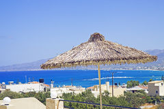 Terraza en el mar en Crete fotos de archivo