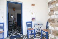 Terraza en la isla de Paros foto de archivo