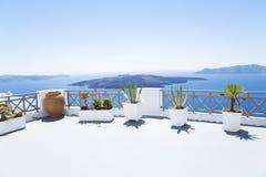 Terraza en Santorini fotografía de archivo libre de regalías