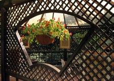 Terraza encantadora del jardín imagen de archivo libre de regalías