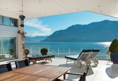Terraza hermosa de un ático Foto de archivo libre de regalías